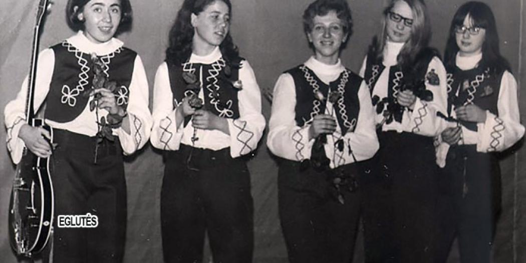 Teen girls in Kaunas